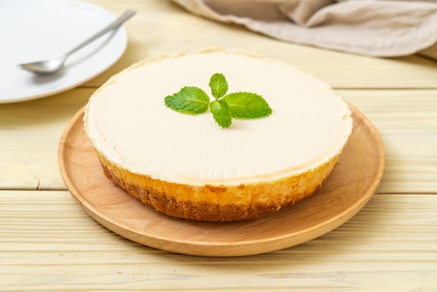 Homemade cheesecake  with mint Premium Photo