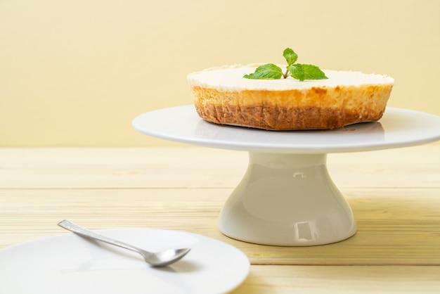 Homemade cheesecake  with mint Premium Photo