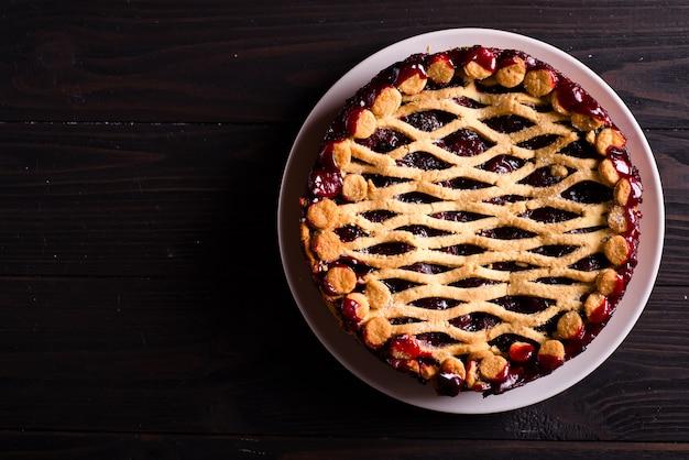 Homemade cherry pie Premium Photo