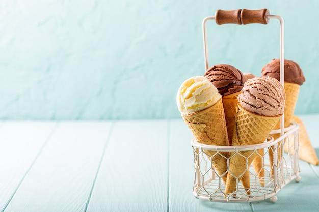 Homemade coffee and chocolate ice cream Premium Photo