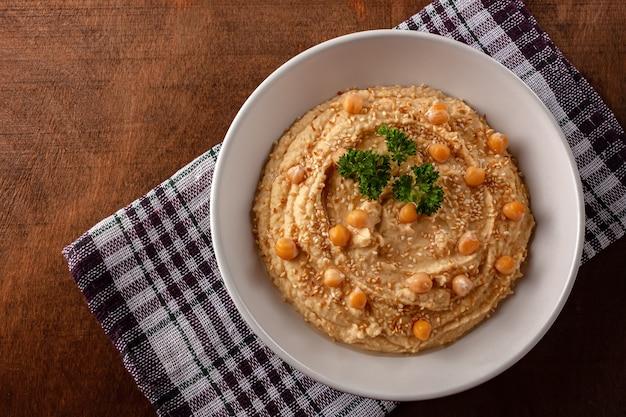 Домашний сливочный хумус с оливковым маслом Premium Фотографии