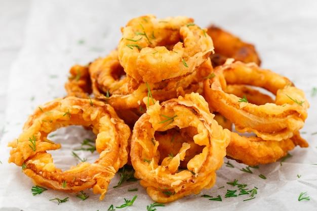 Homemade crunchy fried onion rings Premium Photo