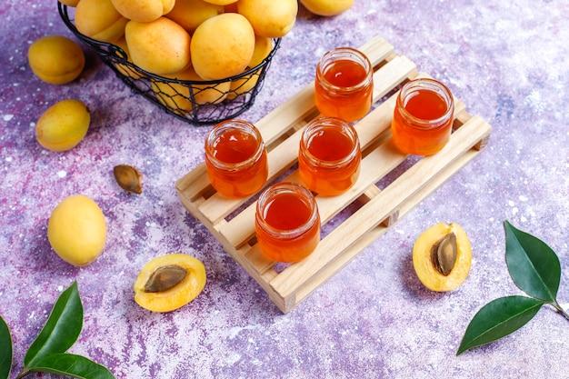 Домашнее вкусное абрикосовое варенье из свежих абрикосовых фруктов. Бесплатные Фотографии