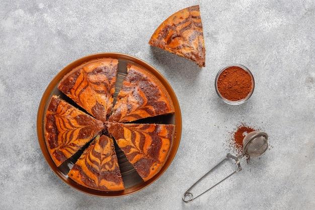 Самодельный вкусный торт из мрамора зебра. Бесплатные Фотографии