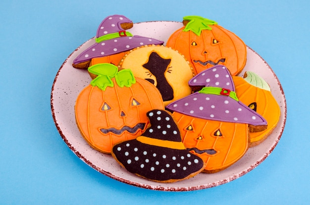 Homemade gingerbread with pictures for halloween Premium Photo