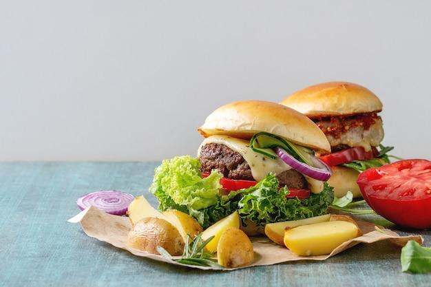 Homemade hamburger with beef Premium Photo
