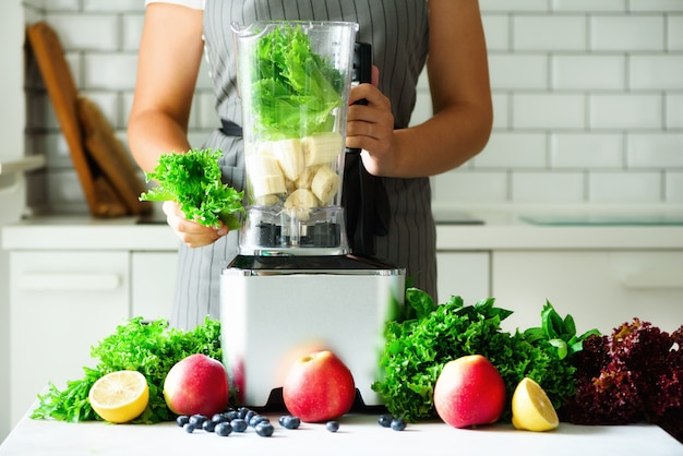 Homemade healthy green smoothie. Premium Photo