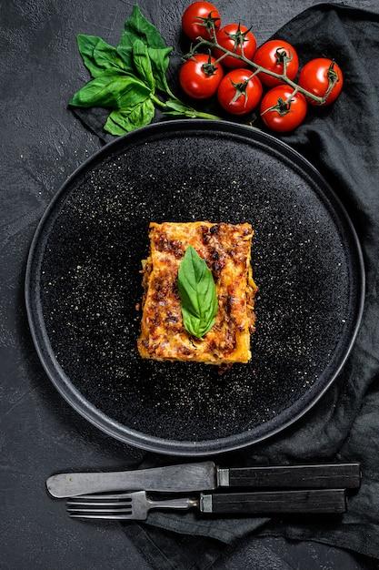 Homemade italian lasagna with tomato sauce and beef Premium Photo