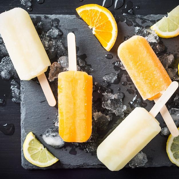 Homemade orange and lemon popsicles Premium Photo