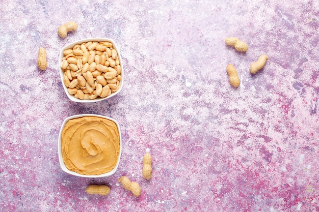 Домашнее органическое арахисовое масло с арахисом. Бесплатные Фотографии