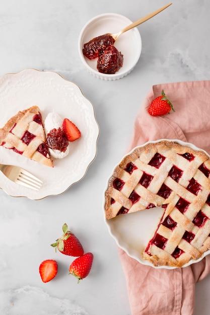 Домашний пирог с клубничным вареньем сверху Бесплатные Фотографии