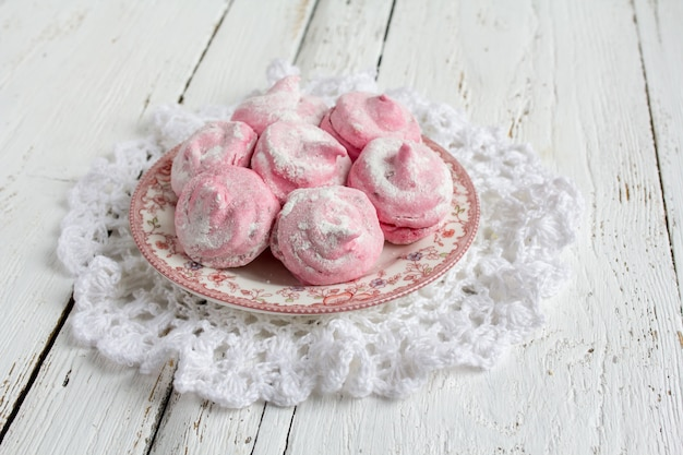 Homemade pink marshmallows currant  zephyr Premium Photo
