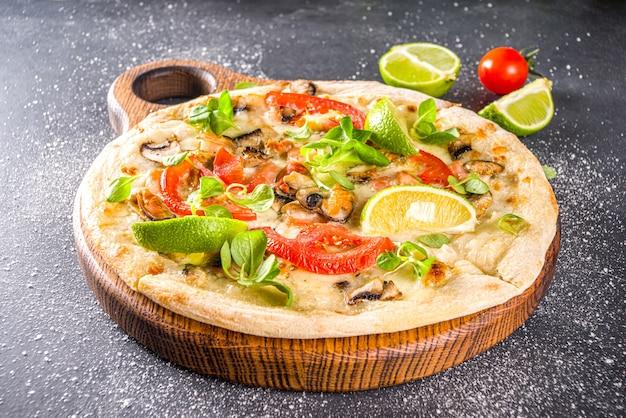 シーフードの自家製ピザ Premium写真