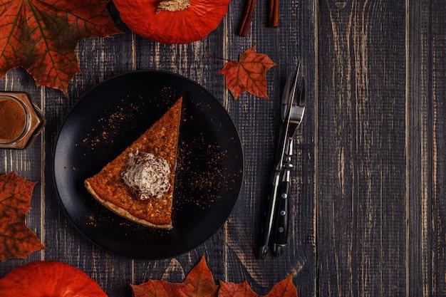 感謝祭のための自家製パンプキンパイ Premium写真