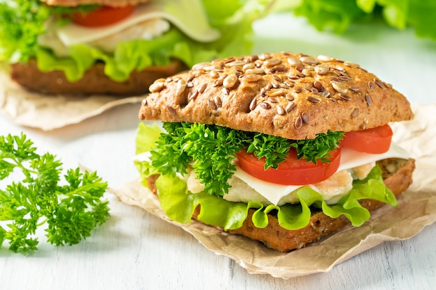 Homemade sandwich with chicken, fresh vegetables and herbs Premium Photo