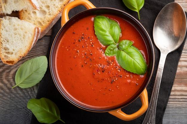 Homemade tomato soup with basil. Premium Photo
