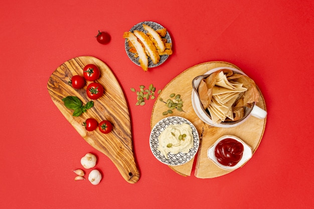 Домашняя лепешка с соусом и жареной курицей Бесплатные Фотографии
