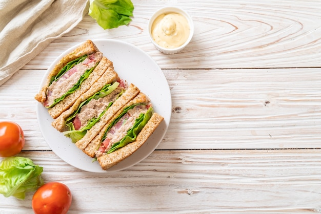 Homemade tuna sandwich Premium Photo