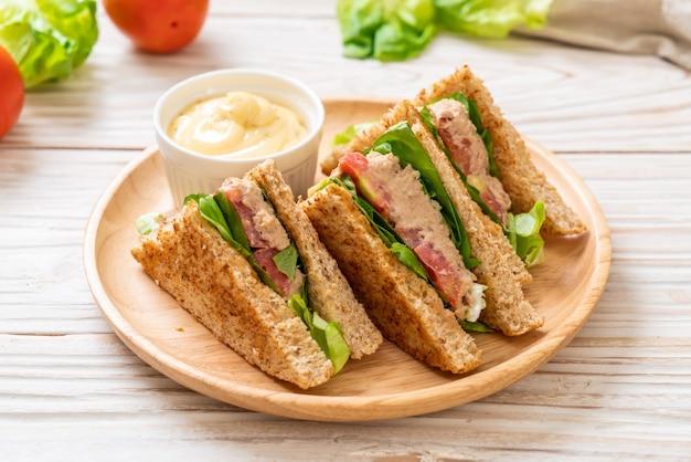 Homemade tuna sandwich Premium Photo