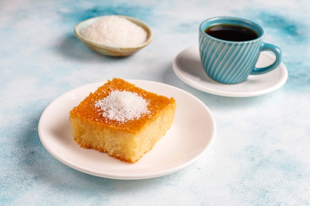 Homemade turkish dessert semolina cake Free Photo