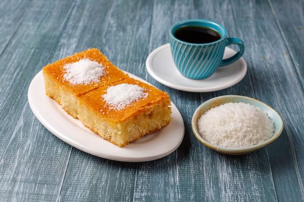 Homemade turkish dessert semolina cake Free Photo