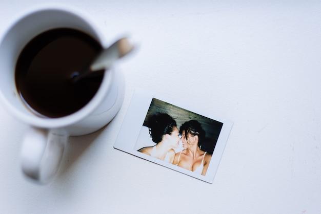 Гомосексуальные пары образ жизни моменты дома. концептуальное фото о гомосексуализме Premium Фотографии