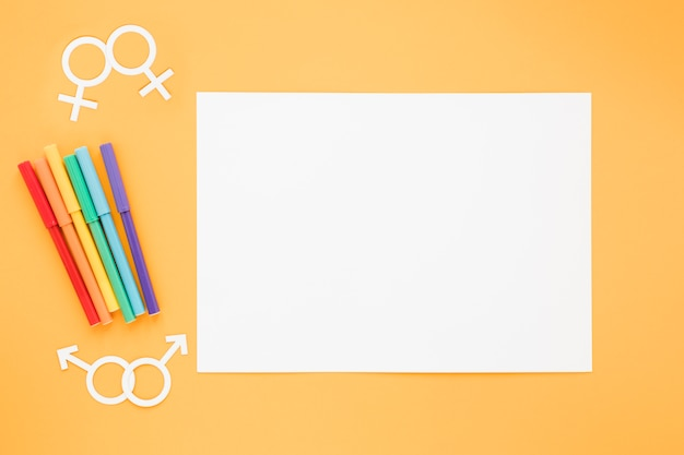 Homosexual couples icons with paper and pencils Free Photo
