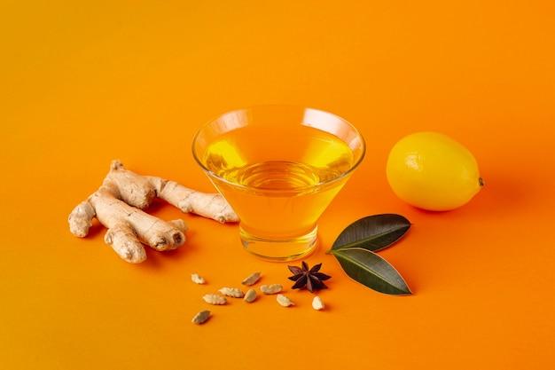 Honey bowl with ginger and lemon Free Photo