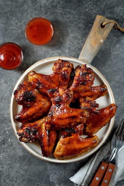 Куриные крылышки с медом и соевым соусом Premium Фотографии