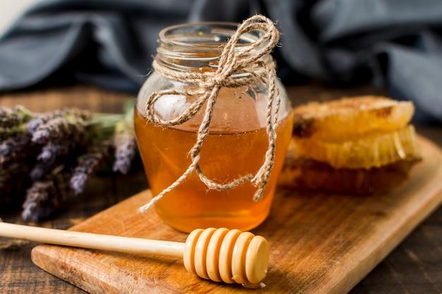 honey-jar-with-spoon_23-2148132537.jpg (626×417)