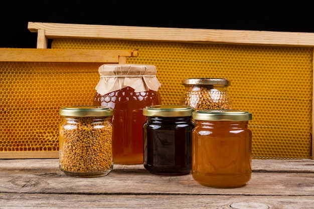 Honey jars with honeycomb Free Photo