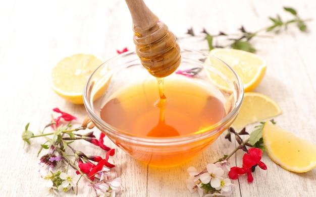 Honey with flowers Premium Photo