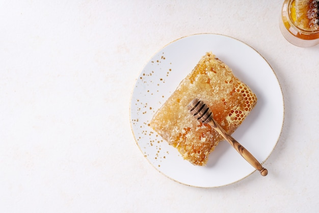 Honey with honeycomb Premium Photo