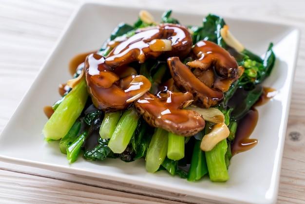 Hong kong kale stir fried in oyster sauce Premium Photo