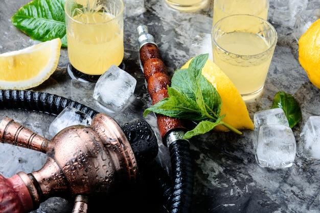 Hookah and limoncello alcohol Premium Photo