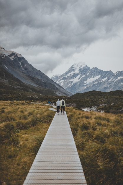 In hooker valley track con vista sul monte cook in nuova zelanda Foto Gratuite
