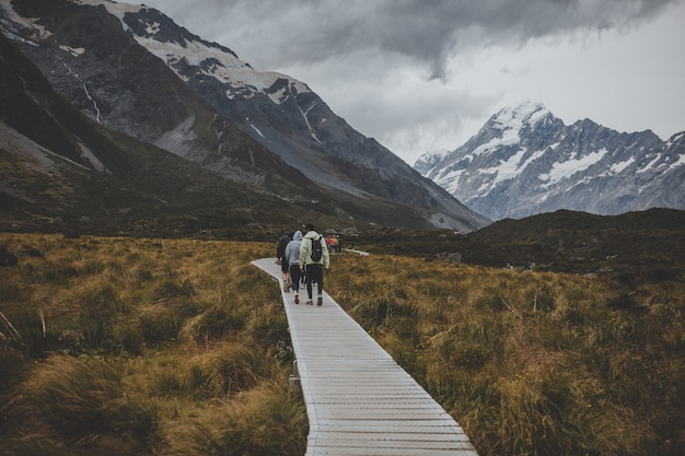 In hooker valley track with a view of mount cook in new zealand Free Photo