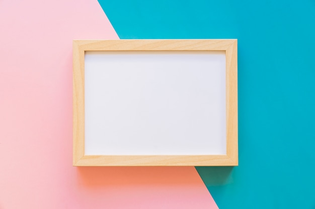 Horizontal frame on pink and blue background Free Photo