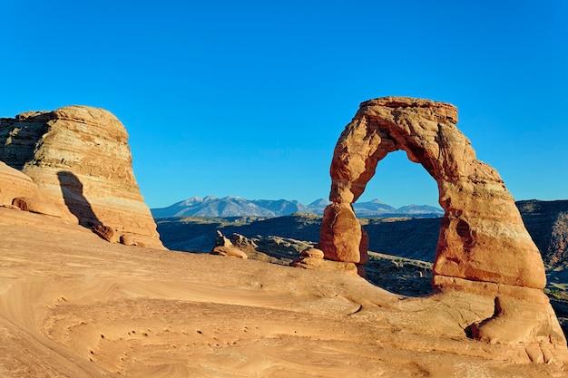 Delicate Arch, 미국에서 일몰의 가로보기 프리미엄 사진