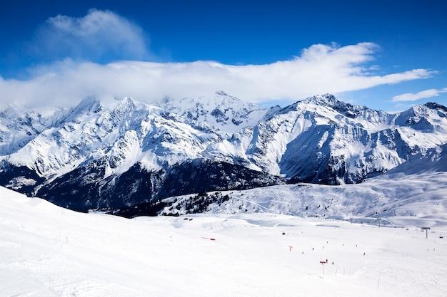 Горизонтальный вид на зимний горный пейзаж Бесплатные Фотографии
