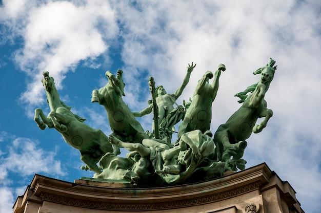 Horses statue in paris Premium Photo