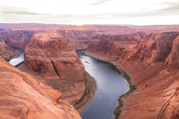 Horseshoe bend on the colorado river near page, beautiful sunset, arizona, usa Premium Photo