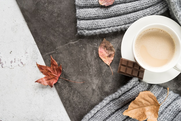 Hot beverage with chocolate on shabby surface Free Photo