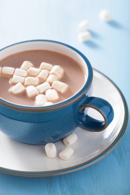 Горячий шоколад с мини-зефиром Premium Фотографии