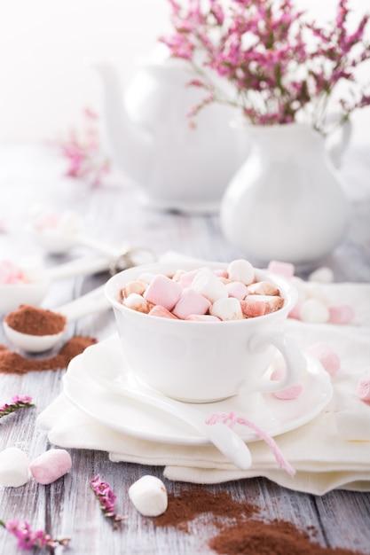 Hot chocolate with mini marshmallows Premium Photo