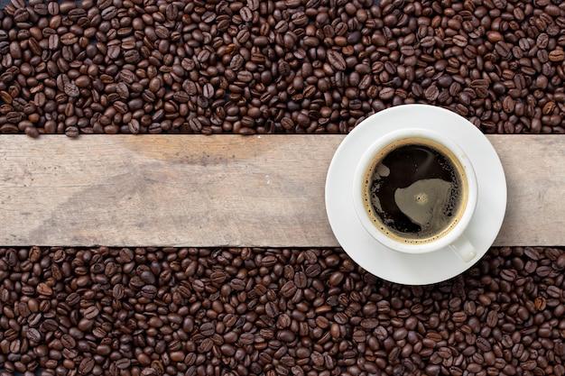 Hot coffee and bean on wood Premium Photo