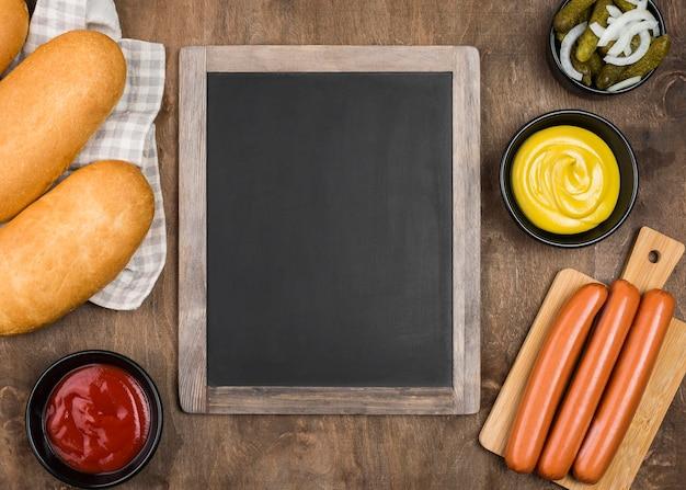 Ингредиенты для хот-догов на деревянных фоне Бесплатные Фотографии