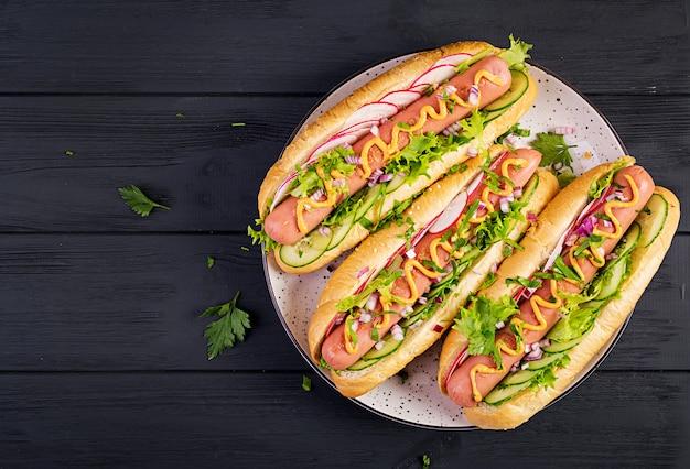 Hot dog with  sausage, cucumber, radish and lettuce Premium Photo