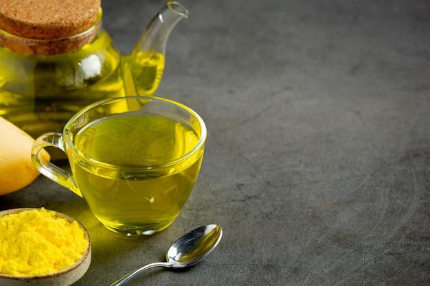 Горячий чай из манго на столе Бесплатные Фотографии