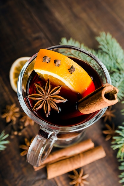 Hot spiced mulled wine garnished with orange Premium Photo